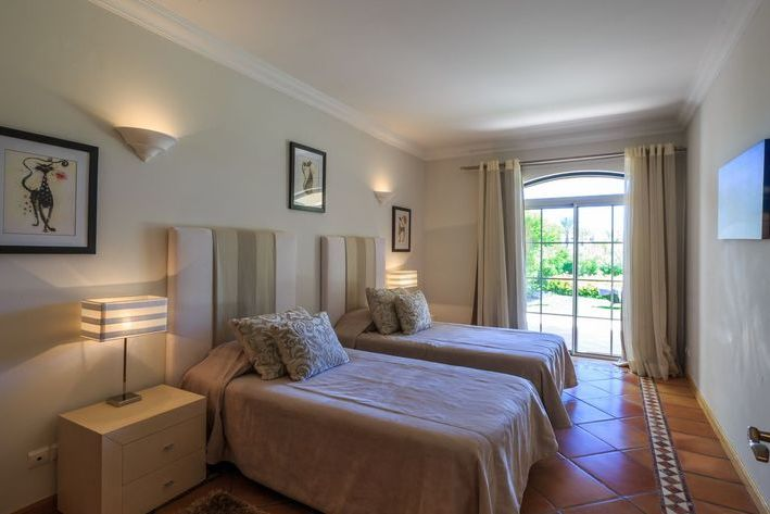 Villa Aguinalda <Vale dos Pinheiros 55>